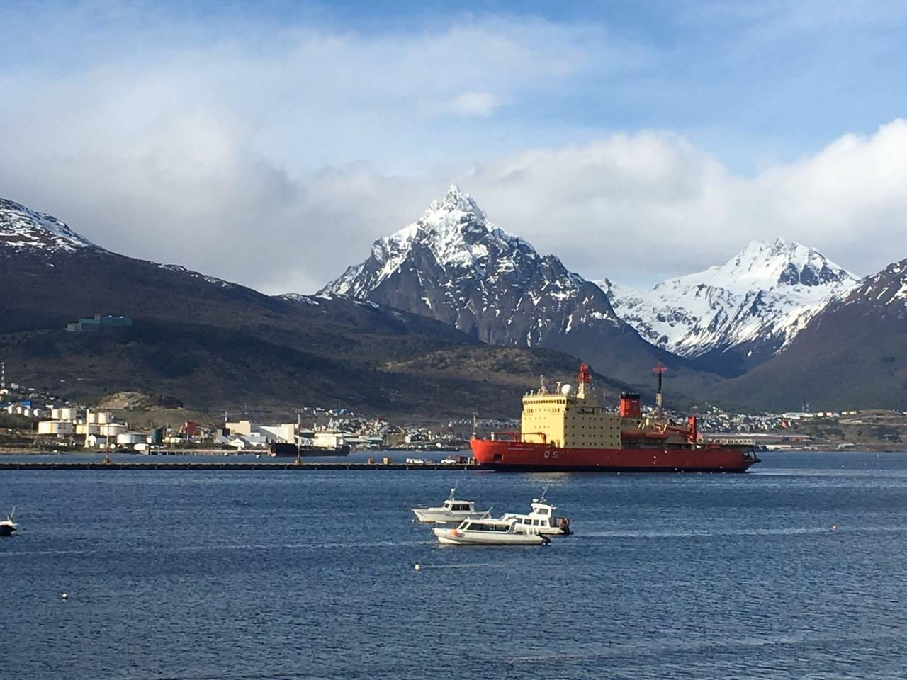 Evalúan adaptar rompehielos Irízar como buque hospital