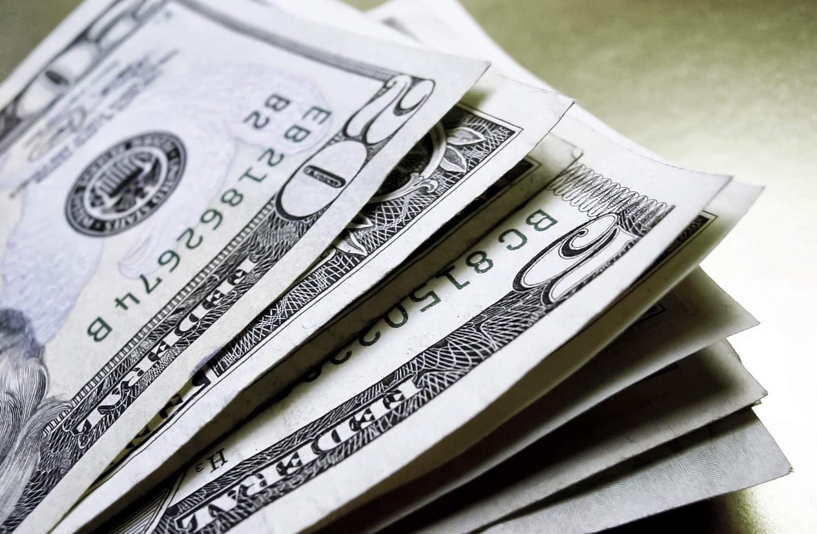 El dólar oficial bajó hasta los $17,56