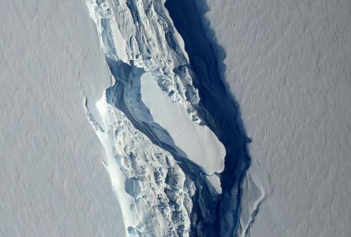 Antártida: alerta por un desprendimiento de iceberg colosal