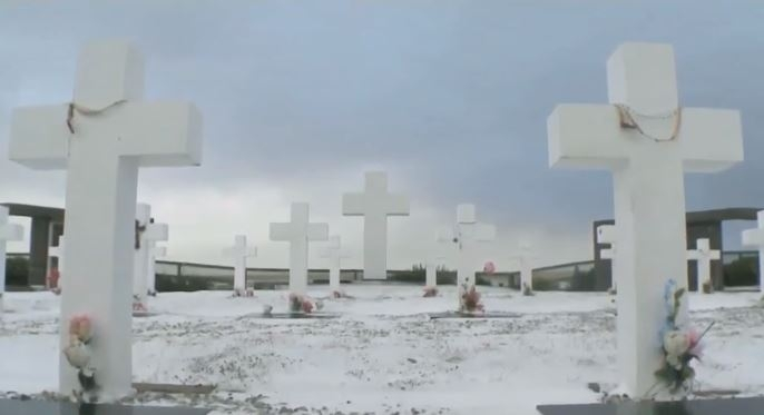 Filtran fotos de exhumación de soldados de las Malvinas — Indignación en Argentina