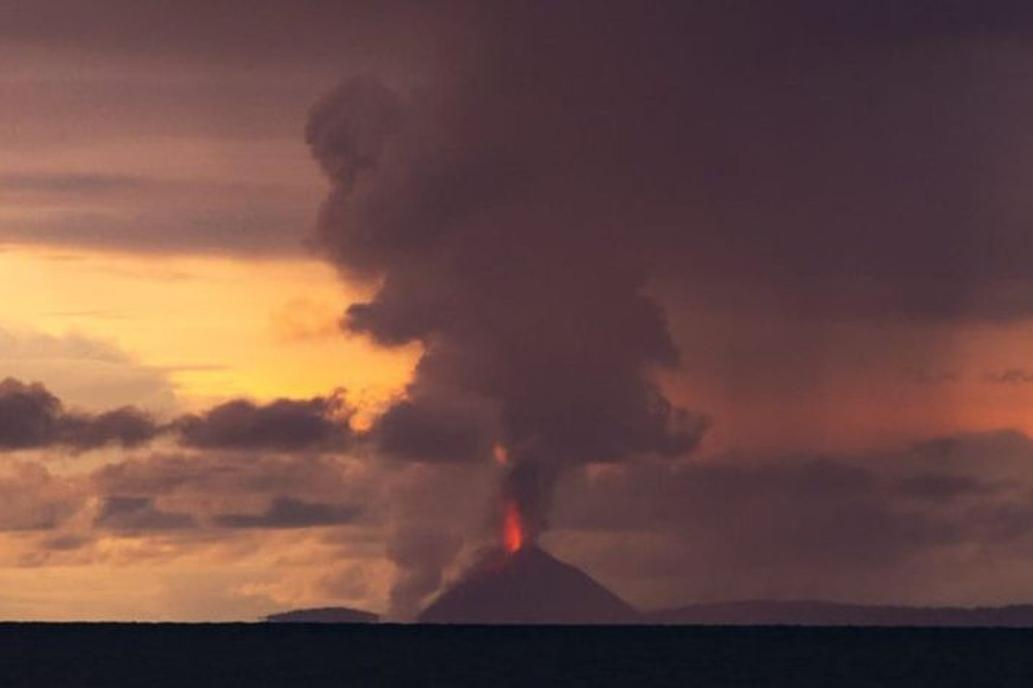 Tsunami dejó 429 víctimas y más de 1400 heridos en Indonesia