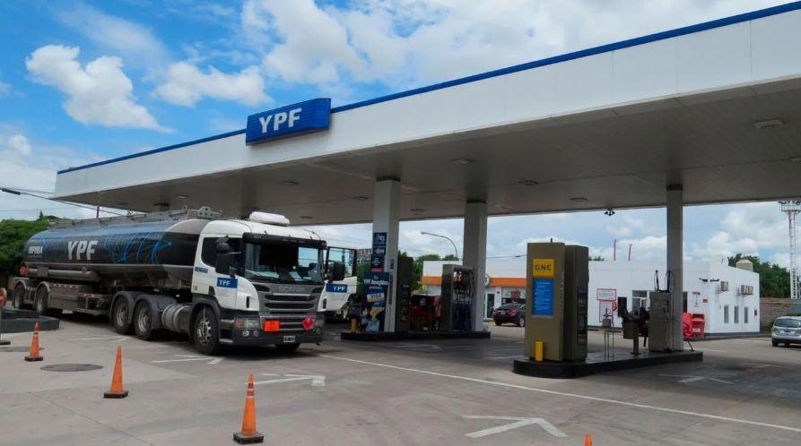 YPF bajó el precio de sus naftas hoy lunes