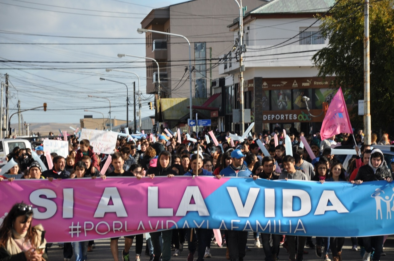 Multitudinarias marchas contra la despenalización del aborto en todo el país