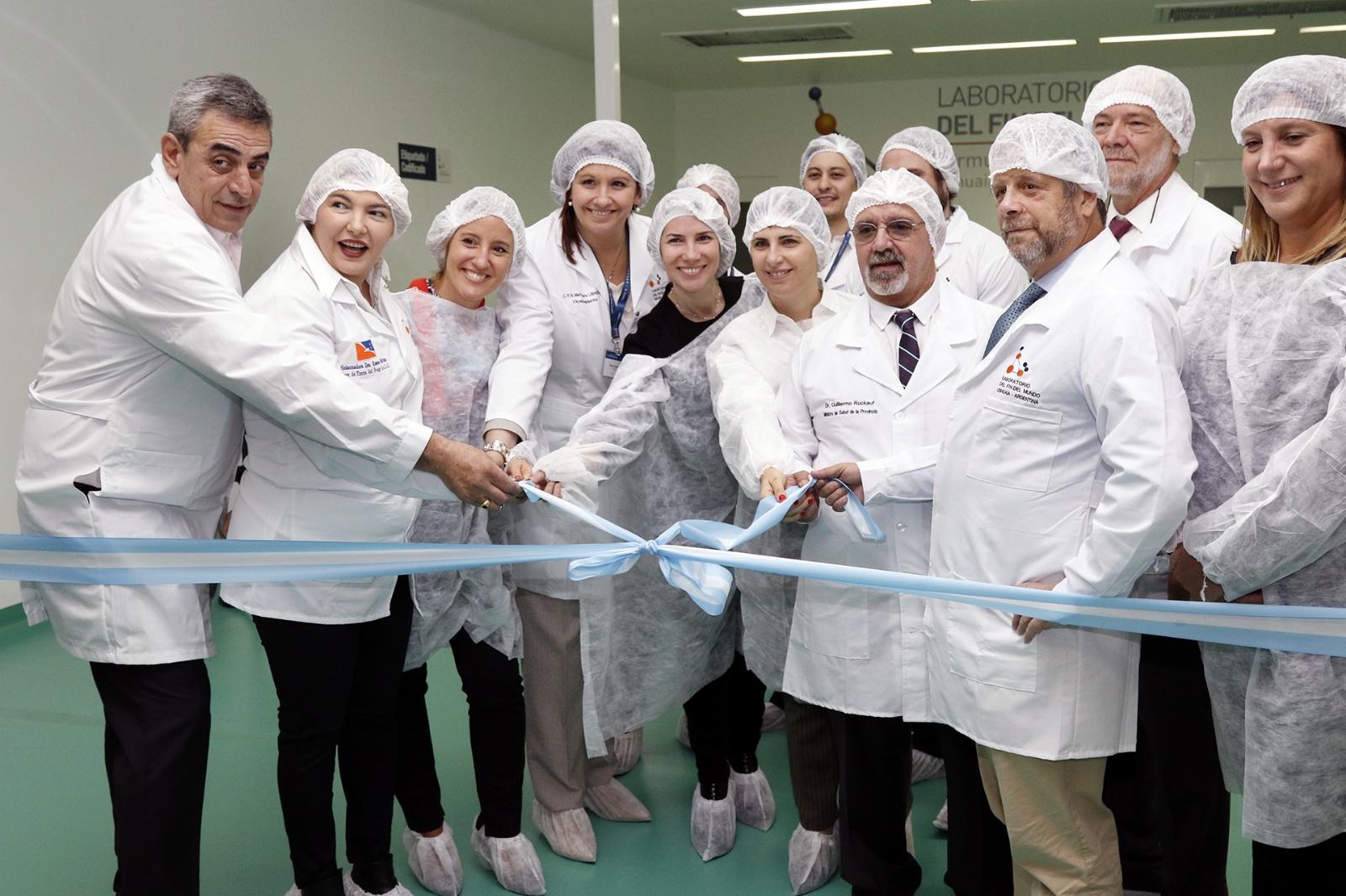Inauguran un laboratorio que producirá medicamentos para personas con VIH