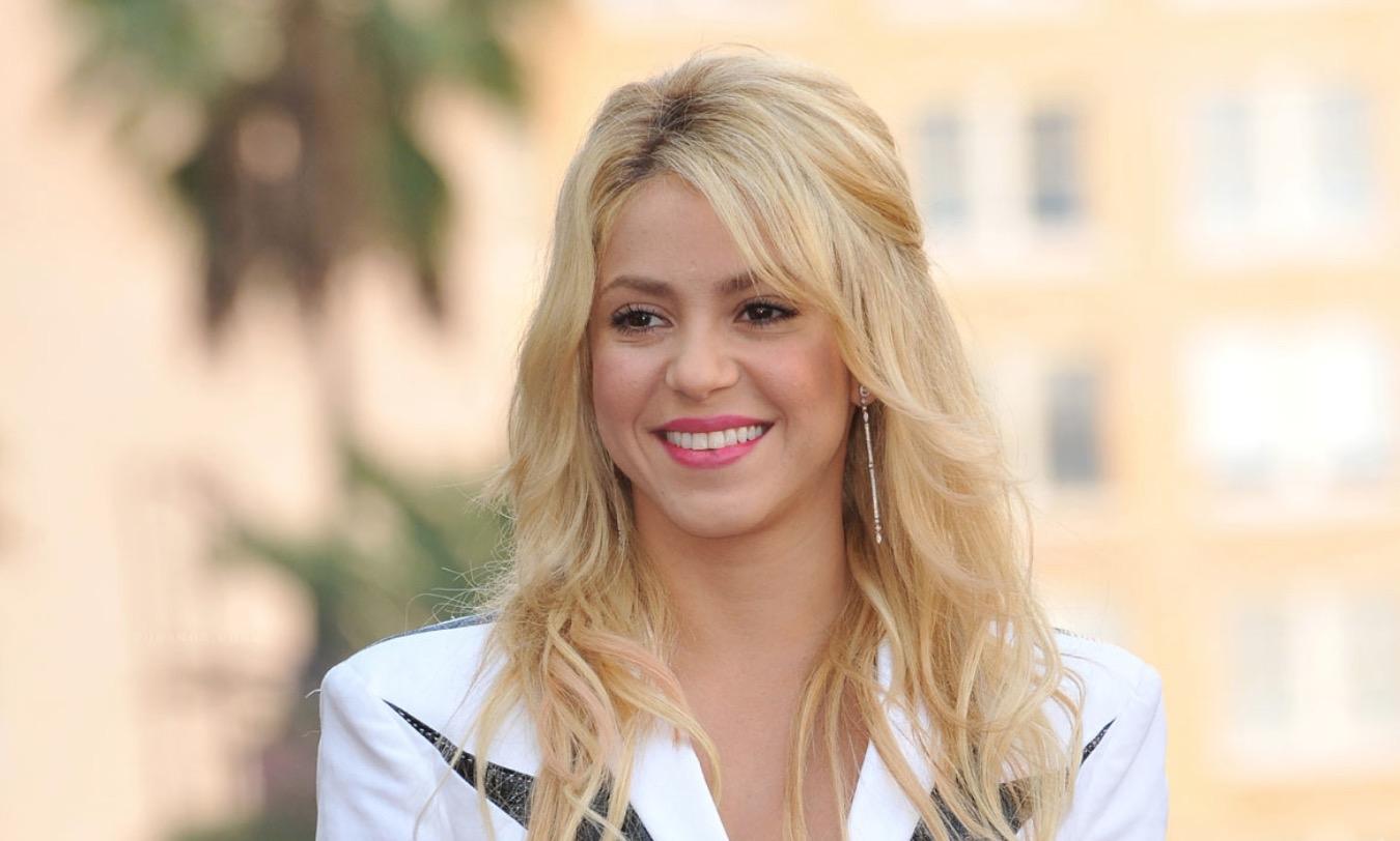 Shakira fue sorprendida por sus hijos en medio de su concierto