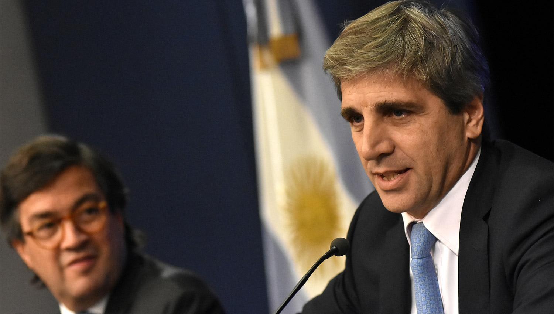 Presidente argentino destituye al titular del Banco Central