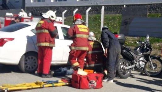 Choque entre auto y moto en esquina de Ushuaia, un hospitalizado - Infofueguina