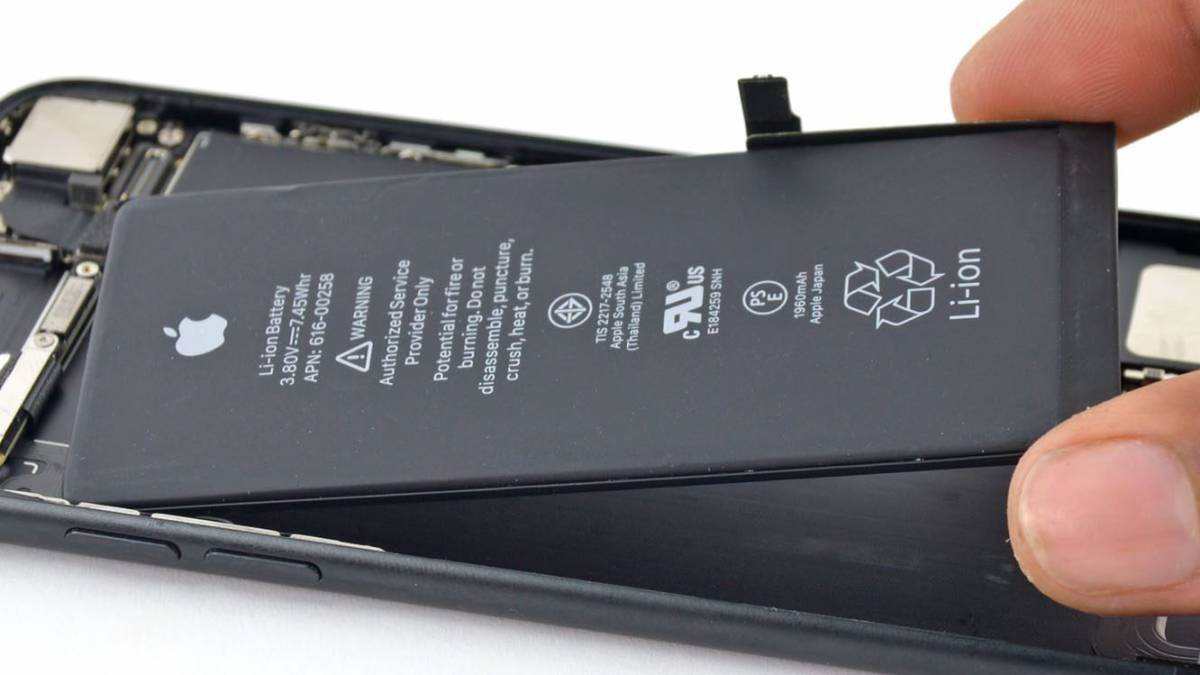 Apple start blocking phones that have unofficial batteries 1