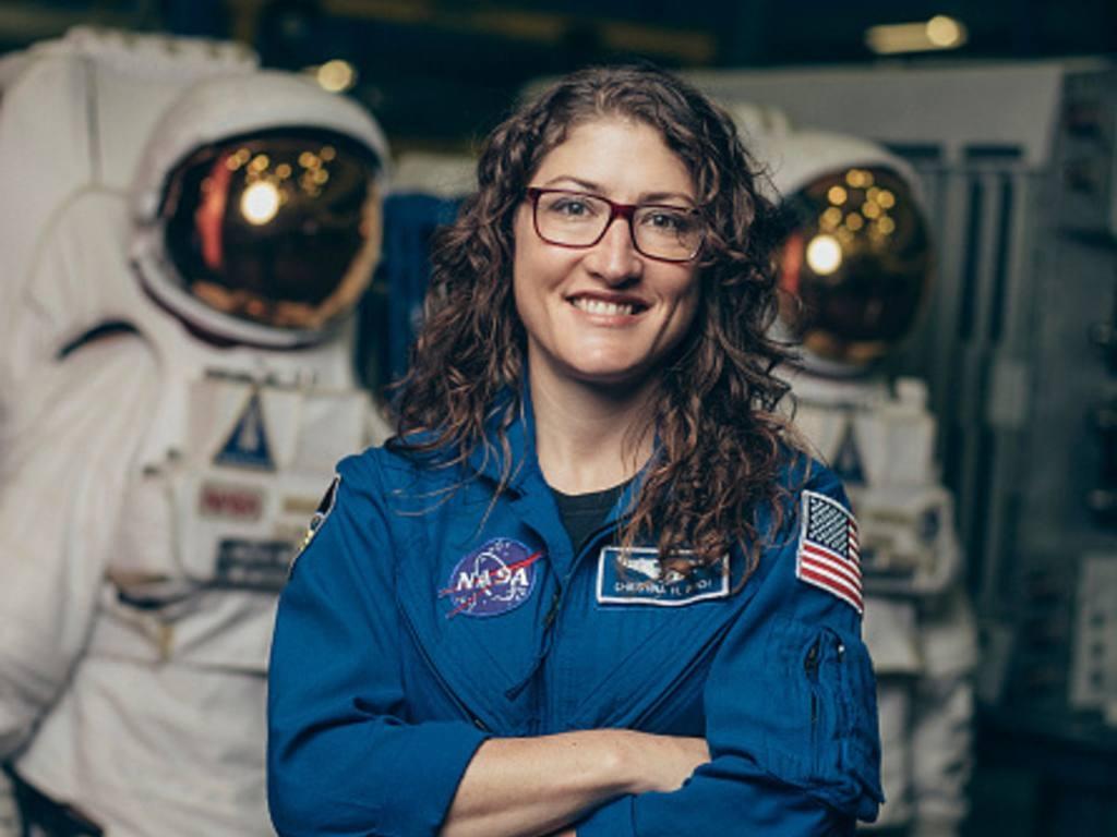 La contagiosa emoción del perro de la astronauta Koch en su vuelta a casa | VÍDEO