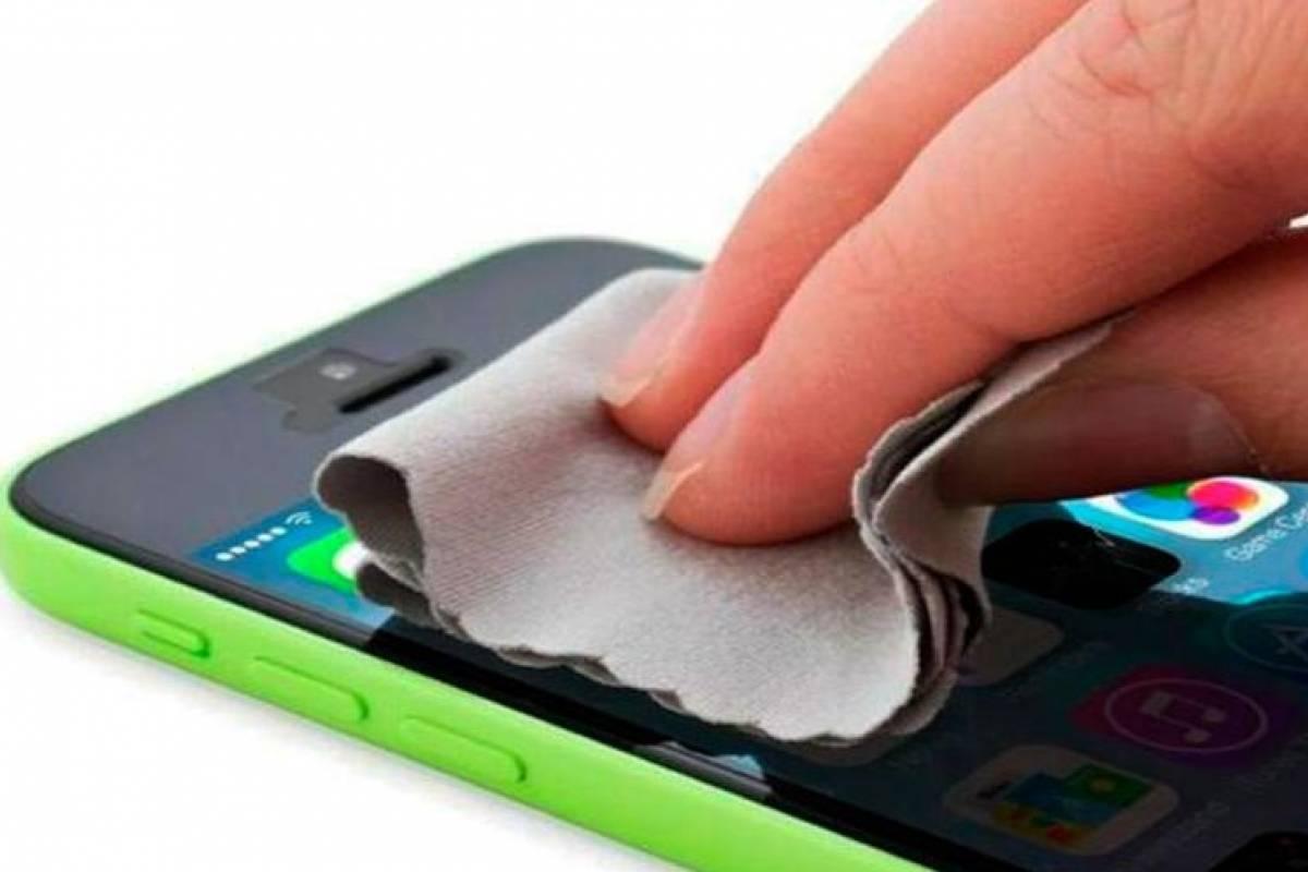 Así debes limpiar tu celular para evitar coronavirus