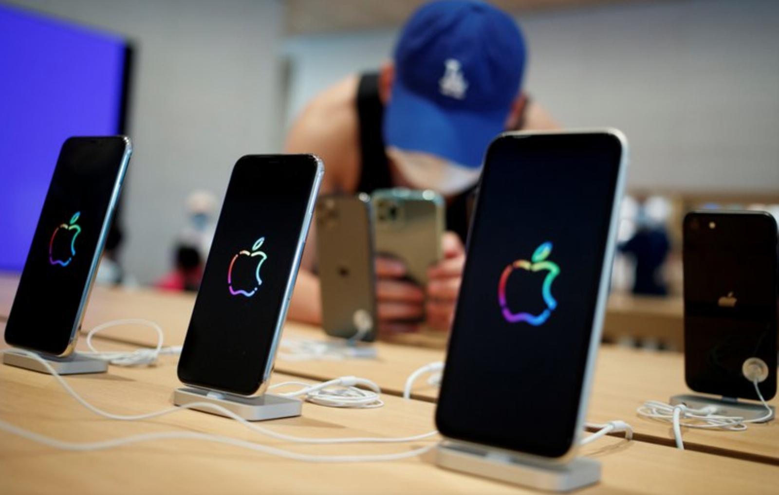 Ultramoderno, muy sofisticado, pero sin cargador: burlas a iPhone 12