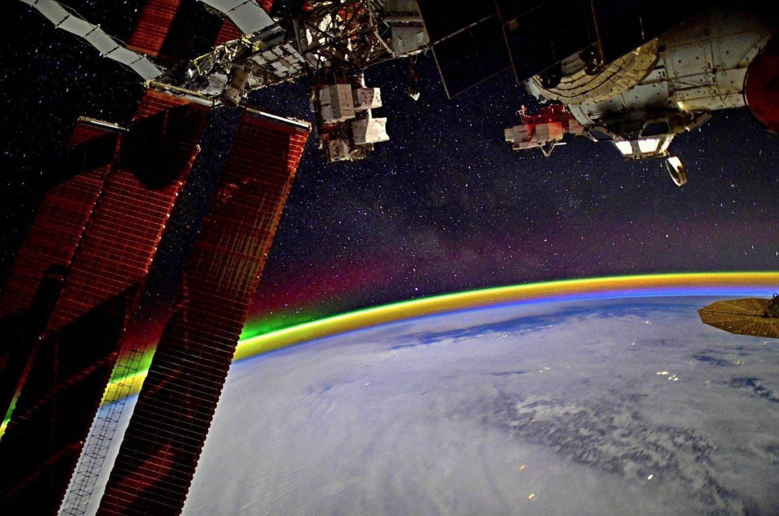 Cosmonauta ruso tomó esta épica foto desde la ISS — Arcoíris espacial