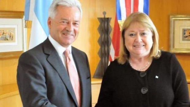Malvinas: Argentina y Gran Bretaña planean negocios de pesca e hidrocarburos