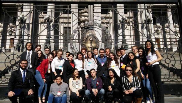 Estudiantes fueguinos participaron del Parlamento Juvenil del Mercosur