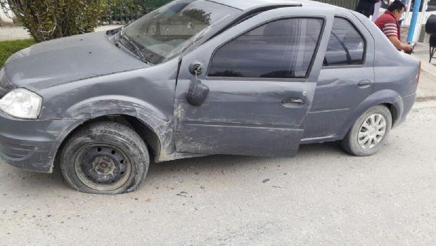 Un colectivo impactó a tres autos estacionados en Ushuaia