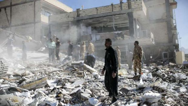 Terremoto en Irán deja más de 400 muertos y 7000 heridos