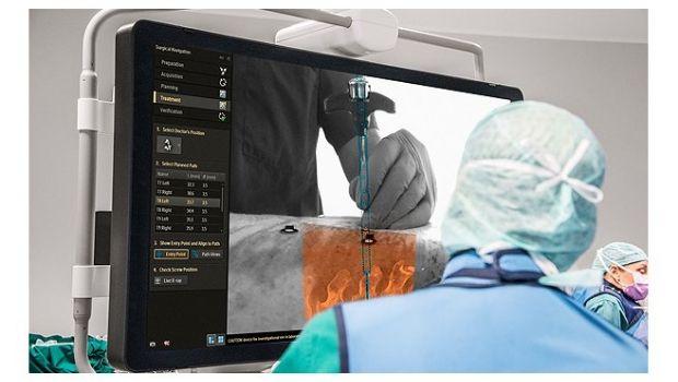 Realizan una cirugía usando un casco de realidad aumentada