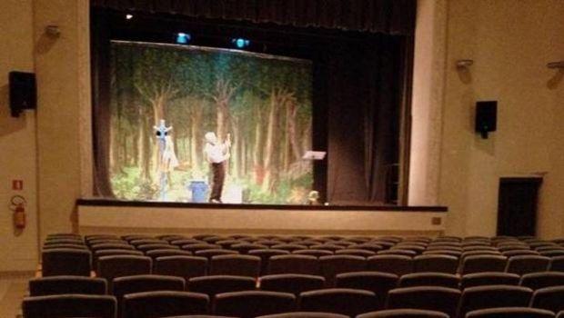 Actor interpretó una obra ante un teatro vacío al no haberse vendido ni una entrada