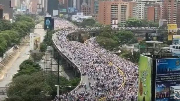 """Venezuela: Dos jóvenes muertos en """"la madre de todas las marchas"""""""