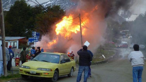 AHORA: Se incendia una vivienda en Ushuaia