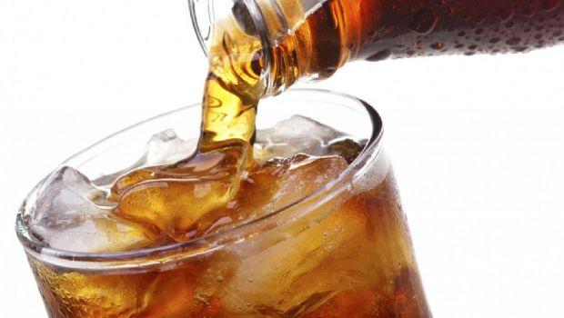 """Tomar diariamente bebidas """"light"""" triplica riesgo de Alzheimer"""