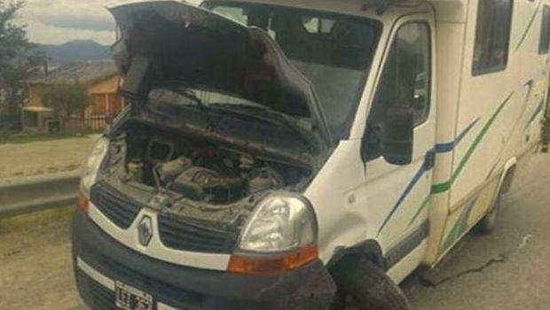 Terrible choque entre un auto y una casa rodante en Ushuaia
