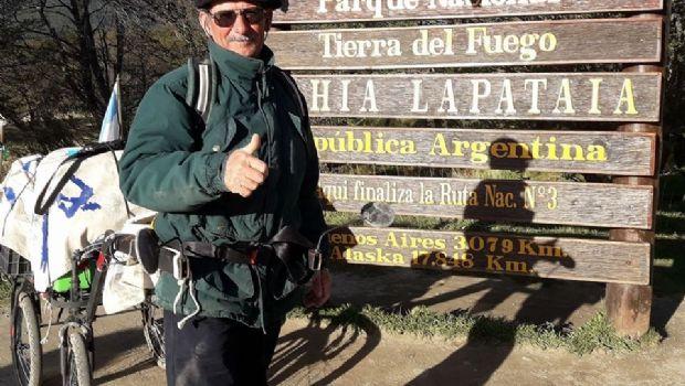 Un viajero busca unir Ushuaia y Alaska en menos de 3 años