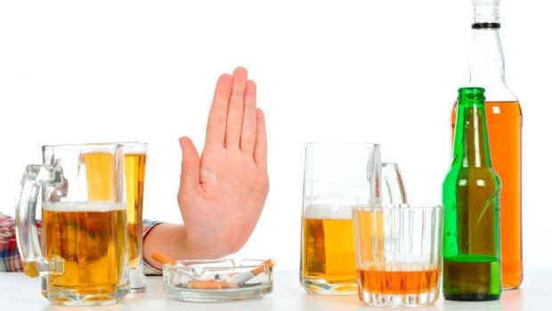 Consumir moderadamente alcohol también acortaría la vida