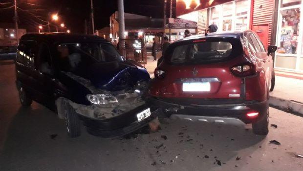Tres vehículos involucrados en violento choque